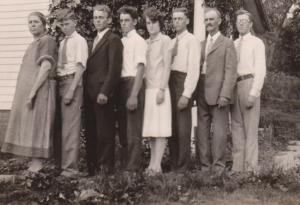 The Benton family 1927 - Bertha, Lawrence, Ralph, Chester, Ruth, Dale, Bert, Merl