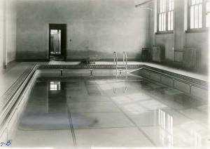I found this photo of the Kearney pool.  How cool is that???